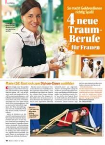 Bild der Frau interviewt Teilnehmerin der Hochzeitsplaner Schule